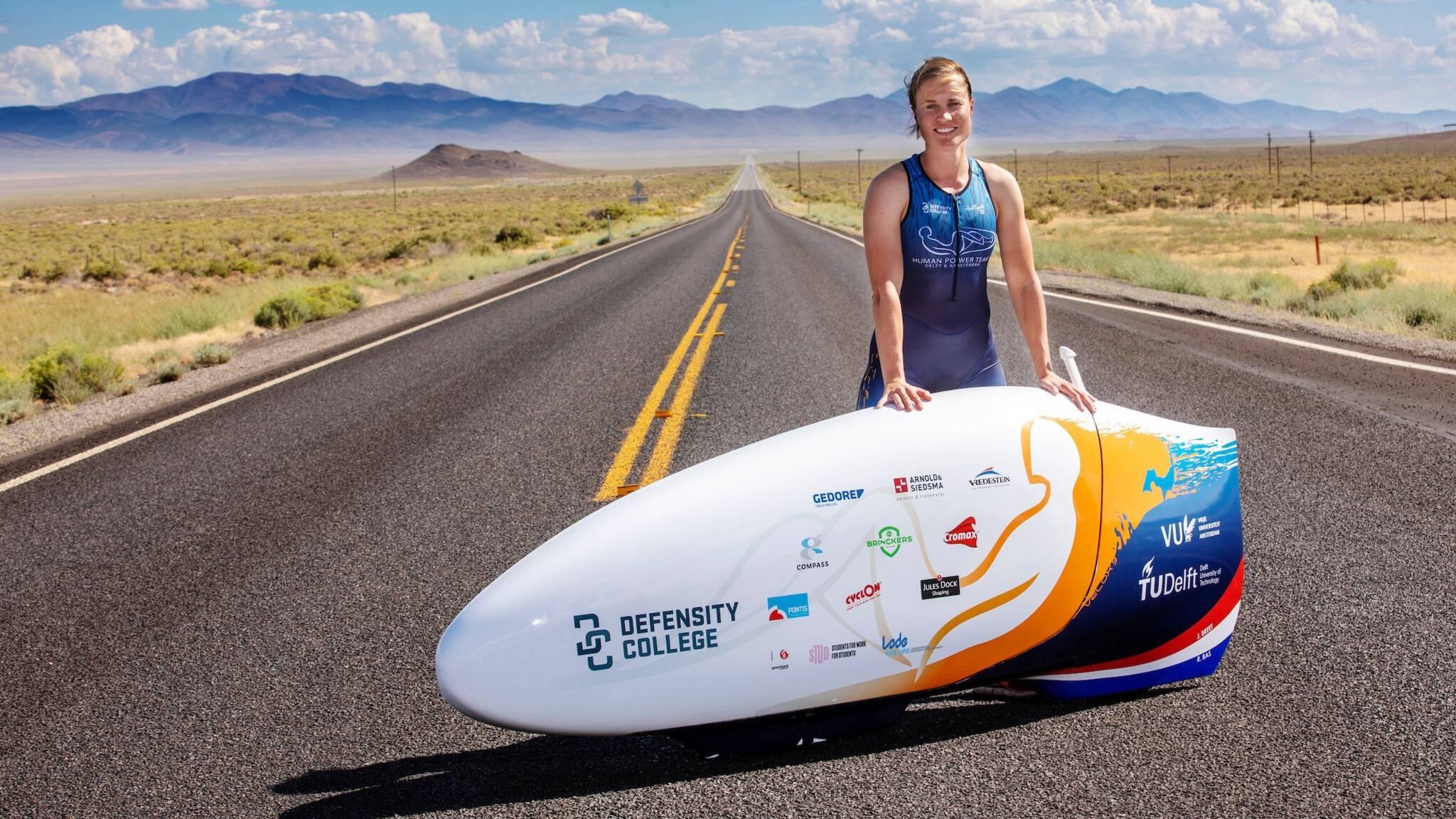 Student Rosa Bas eventjes wereldrecordhouder snelfietsen